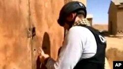 官方的敘利亞阿拉伯通訊社10月24日公佈的照片顯示一名化學武器專家在敘境內一處沒有說明的地點工作。