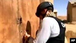 지난 24일 시리아의 한 화학무기 공장을 방문한 화학무기금지기구 감시단의 동영상을, 시리아 관영 '사나' 통신이 공개했다.