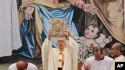 프란치스코 교황이 5월 25일 베들레헴의 구유광장에서 미사를 집전하고 있다