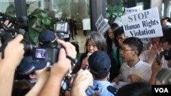 香港團體和政黨遊行到泰國領事館抗議(美國之音海彥拍攝)