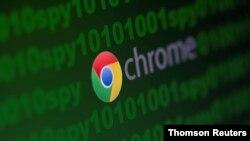 El logo de Google Chrome desplegado sobre un código cibernético junto a la palabra espía. Imagen de archivo.