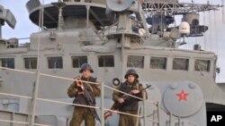 """Військові на борту корабля ВМФ Росії """"Віце Адмірал Ушаков"""""""