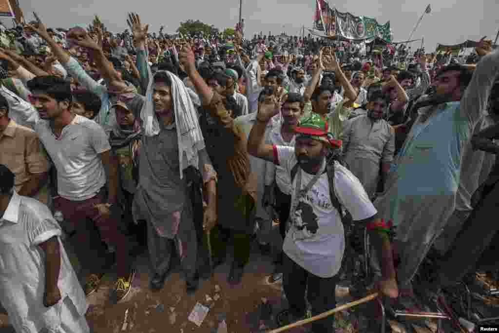دھرنے میں شریک طاہر القادری کے حامی اپنا احتجاج جاری رکھنے کے لیے پرعزم ہیں۔