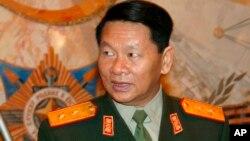 罹难的老挝副总理兼国防部长隆再•皮吉中将(过去他访问莫斯科时的照片)