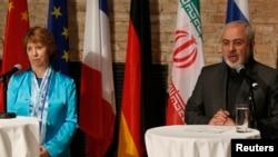 کاترین اشتون مسئول سیاست خارجی اتحادیه اروپا (چپ) و محمدجواد ظریف وزیر امور خارجه ایران در نشست مطبوعاتی مشترک در وین ۲۸ تیر ۹۳