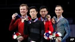 奥运会美国花样滑冰参赛选手,右起第二人是周知方(Vincent Zhou)。(2018年1月6日)