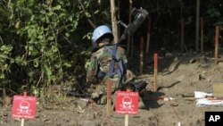 A Cambodian expert works to take out a land mine in Pailin province, a former Khmer Rouge stronghold in northwestern Cambodia.