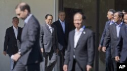 President Barack Obama, center, walks out with leaders of ASEAN, the 10-nation Association of Southeast Asian Nations, for the official group photo, Tuesday, Feb. 16, 2016, at the Annenberg Retreat at Sunnylands in Rancho Mirage, Calif. President Obama and leaders of Southeast Asia nations are wrapping up a two-day summit conceived to show U.S. seriousness about staying engaged and keeping a high profile in a region where a rising China has rattled American allies. (AP Photo/Pablo Martinez Monsivais)
