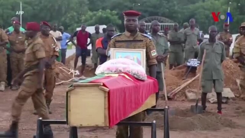 Burkina Faso: funérailles des 7 soldats tués dans une attaque (vidéo)