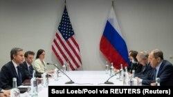 Susret američke i ruske delegacije u Rejkjaviku koje predvode Blinken i Lavrov.