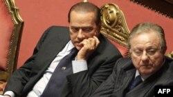 Berlusconi Az Farkla Güvenoyu Aldı