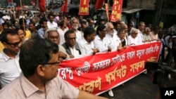 Left Front leaders take out a protest march against the government's decision to withdraw high denomination notes from circulation, in Kolkata, Nov. 28, 2016.