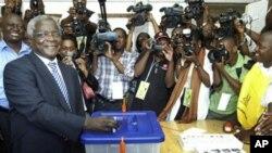 Afonso Dhlakama durante as eleições de 2009 em Moçambique (Arquivo)