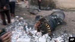 一架俄羅斯戰機在敘利亞反政府武裝盤踞的薩拉蓋博鎮附近被擊落現場。