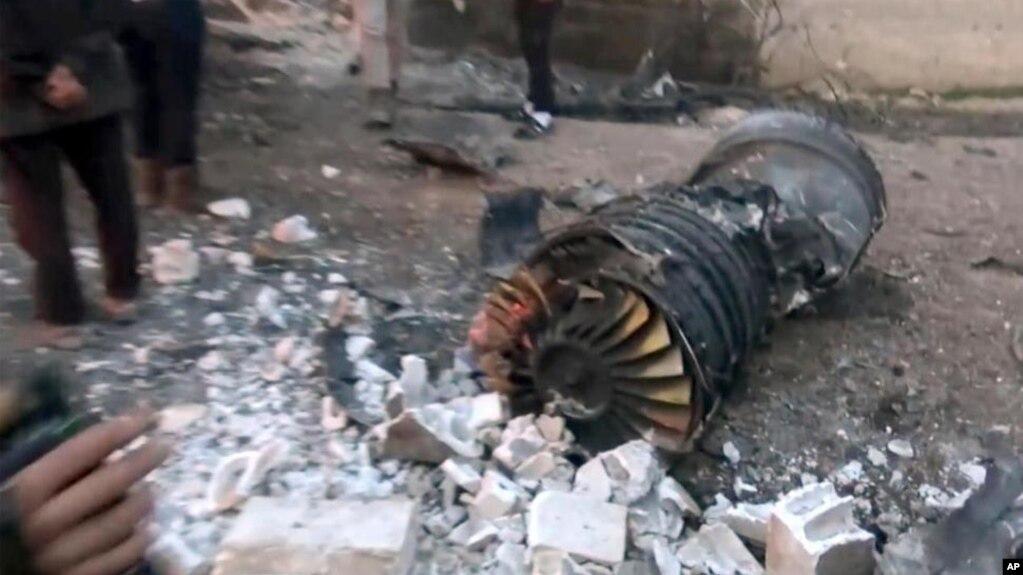 Hình ảnh được cung cấp bởi Thông tấn xã Ibaa, cánh truyền thông của nhánh al-Qaida ở Syria, được nói là cho thấy một phần chiếc máy bay của Nga bị bắn rơi ở tỉnh Idlib của Syria, ngày 3 tháng 12, 2018.