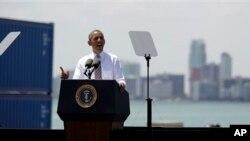 29일 플로리다의 마이애미 항구에서 인ㅍ라 구축 계획을 피력하는 바락 오바마 미국 대통령.