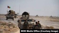 ماینپاکان اردوی ملی افغانستان پیشاپیش کاروان نظامی مسیر را جستجو میکند