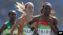 Hellen Onsando Obiri lors du 5.000 m des jeux olympiques d'été, Rio de Janeiro, le 16 aout 2016