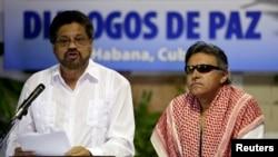 """""""Estamos abriendo el debate trascendental del tema de las víctimas"""", dijo el jefe negociador de las FARC, Iván Márquez (izq.)."""