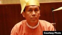 ရန္ကုန္တိုင္း၀န္ႀကီးခ်ဳပ္ ဦးၿဖိဳးမင္းသိန္း။ (ဓာတ္ပံု - U Phyo Min Thein's Facebook)
