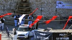 ماموران پلیس ترکیه صحنه انفجار در میدان تقسیم در استانبول را بررسی می کنند