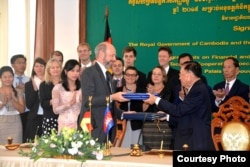 FILE - Joachim von Marschall, German Ambassador to Cambodia, at the signing of the agreements on Technical and Financial Cooperation 2015 between the government Germany and the f Cambodia on March 6, 2016 at the Council for the Development of Cambodia, Phnom Penh. (Courtesy of German Embassy Phnom Penh)