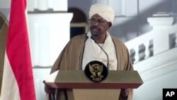 Presiden Sudan Omar al-Bashir berbicara di Istana Kepresidenan, 22 Februari 2019, di Khartoum, Sudan.
