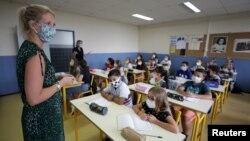 Lớp học trong mùa dịch COVID tại trường College Henri Matisse ở Nice, Pháp, ngày 1/9/2020.