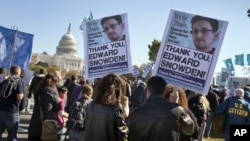 Biểu tình trước Quốc hội Hoa Kỳ ở Washington phản đối chính sách theo dõi của chính phủ Mỹ.