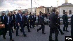 El canciller iraní, Mohammad Javad Zarif, y el Secretario de Estado estadounidense, John Kerry, reanudan conversaciones en Ginebra.