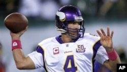Minnesota Vikings quarterback Brett Favre warms up before an NFL football game between the Vikings and the New York Jets 11 Oct 2010