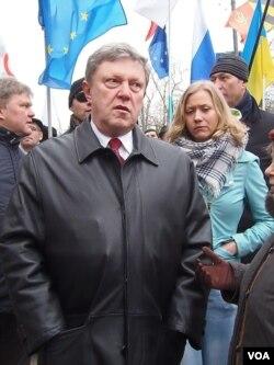 亚夫林斯基参加去年3月莫斯科的反俄罗斯侵略乌克兰的反战游行。(美国之音白桦拍摄)