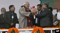 印度總理莫迪12月8日在地方選舉前抵達印控克什米爾受到歡迎。