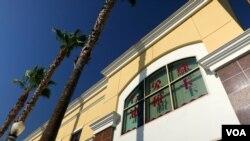 路凯公司在洛杉矶县的办公楼外墙(美国之音国符拍摄)
