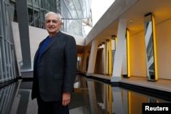 ນັກສະຖາປະນິກ ອາເມຣິກັນ ທ່ານ Frank Gehry ເຂົ້າຮ່ວມການຢ້ຽມຢາມຂອງນັກຂ່າວ ທີ່ມູນນິທິ Louis Vuitton ໃນເມືອງ Bois de Boulogne, ນະຄອນຫຼວງ ປາຣີ. 17 ຕຸລາ 2014.