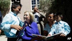 Hillary Clinton alertó que algunos de los niños que deban ser deportados podrían enfrentar peligros terribles en sus países de origen.