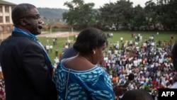 Prix Nobel ya kimya Dr Denis Mukwege azali kopesa lisukulu liboso lya bituluku na Bukavu, Sud-Kivu, 27 décembre 2018.