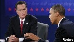 Tổng thống Obama và ứng cử viên tổng thống của đảng Cộng hòa Mitt Romney trong cuộc tranh luận lần chót ở Boca Raton, Florida, ngày 22/10/2012