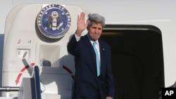 U.S. Secretary of State John Kerry waves to bid farewell in Sydney, Australia, Wednesday, Aug. 13, 2014.