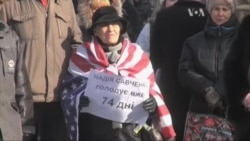 Савченко погодиться їсти на території посольства України. Відео