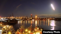 A huge fireball is seen streaking across the sky above Portsmouth, N.H., early Tuesday morning. (portsmouthwebcam.com)