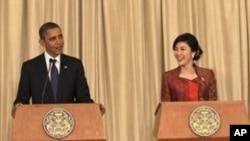 Presiden Amerika Barack Obama (kiri) dan Perdana Menteri Thailand Yingluck Shinawatra dalam konferensi pers di Bangkok, Thailand (18/11).