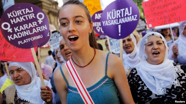Demonstrators shout slogans, march with placards to protest the government's plans on a new abortion law, Istanbul, June 17, 2012.