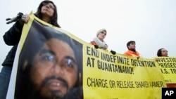 Des activistes en soutien à Shaker Aamer, le 11 janvier 2013 à Washington. (AP Photo/Manuel Balce Ceneta)
