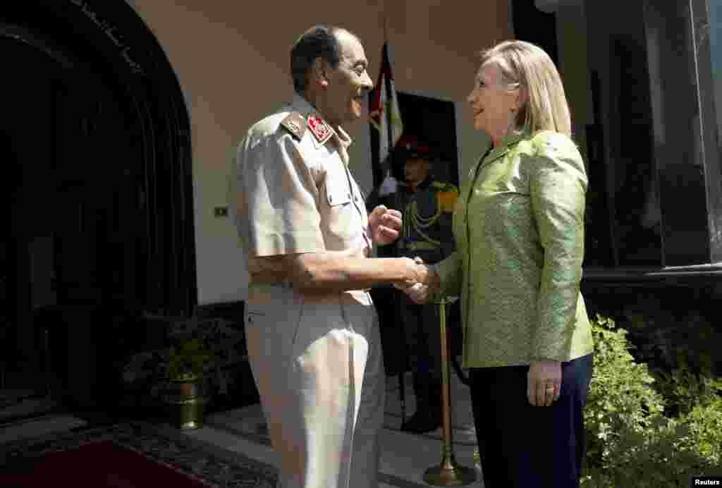 El mariscal Tantawi recibió el mensaje de que EE.UU.espera que colabore con el poder civil democrático para llegar a una transición completa.
