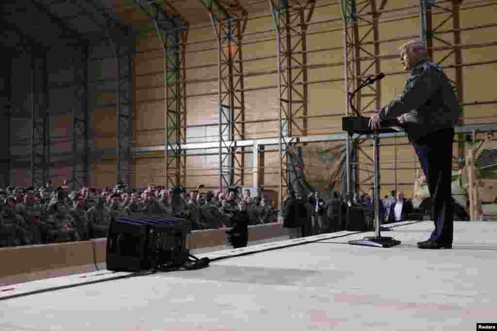 رئیس جمهوری آمریکا پیش از این دستور خروج دو هزار نیروی آمریکا از سوریه را داد که با انتقاد برخی هم حزبی های خود روبرو شد.