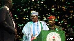 Le président nigérian Muhammadu Buhari est célébré alors qu'il est nommé candidat à la présidence du APC (Congrès progressiste) nigérian au pouvoir à Abuja le 6 octobre 2018.