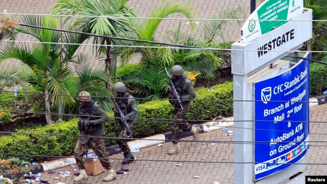 Kenya Defense Force soldiers run to take their positions at the Westgate shopping center, on the fourth day since militants stormed into the mall, in Nairobi, Sept. 24, 2013.