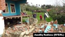Astarada torpaq sürüşməsi nəticəsində dağılan ev, 2019