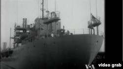 Năm 1952, giữa lúc chiến tranh lạnh đang diễn ra, một tàu tuần duyên dài hơn 100m được biến thành một cơ sở truyền thanh di động của Đài Tiếng Nói Hoa Kỳ - The Courier